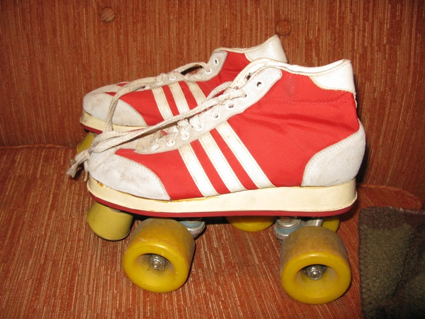 Roller skating, ah i used to love it so much, these ones are just groovy, i just wanna get them on and get rolling